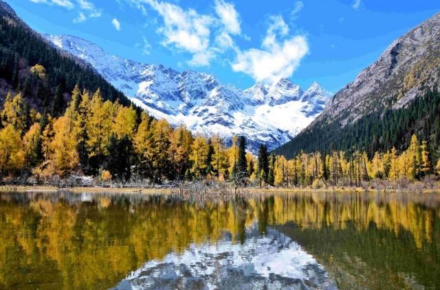 秋季的達古冰川娜姆湖.jpg